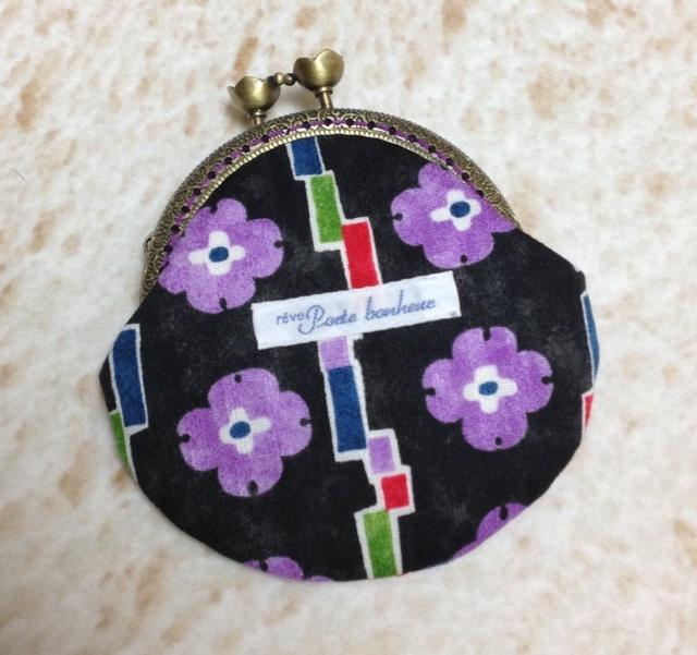 和柄のPOPながま口*紫のお花模様丸型が...