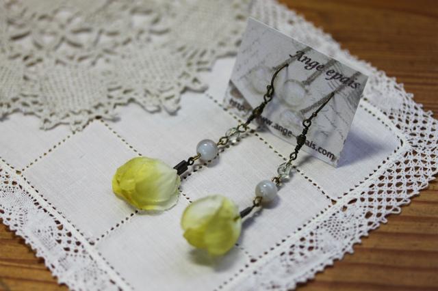 天然石と布花のピアス(イヤリング)