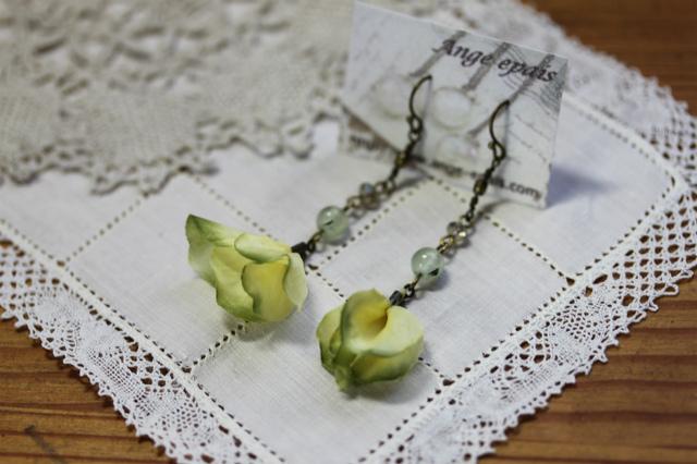 天然石と布花のピアス・イエローグリーン