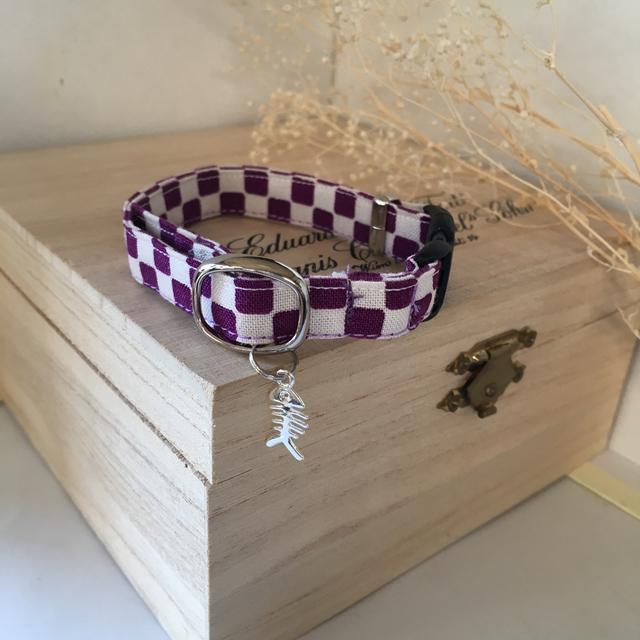 紫の市松模様 猫の首輪 魚の骨のチャー...