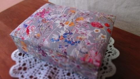 リバティWild Flowers布箱グレイ系/大きめサイズ