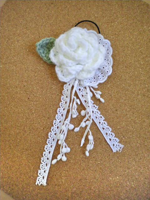 白いバラのヘアゴム