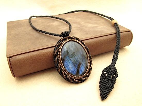 W様ご予約品:ビーズ刺繍の天然石ペンダント 044