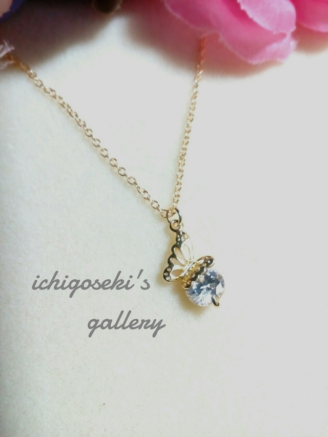 クリスタルジルコンネックレス蝶