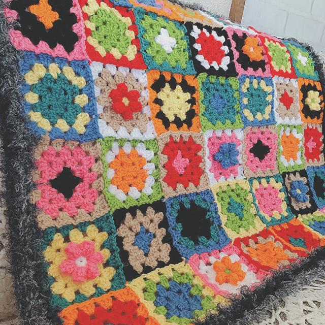 1点限り!ファーとお花の手編みブランケ...