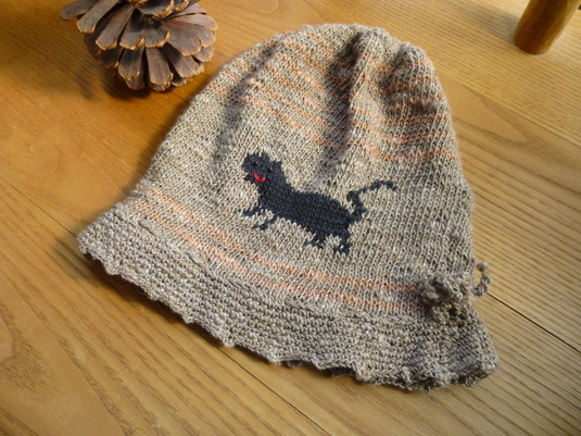 ネコちゃんの編み込みニットの帽子