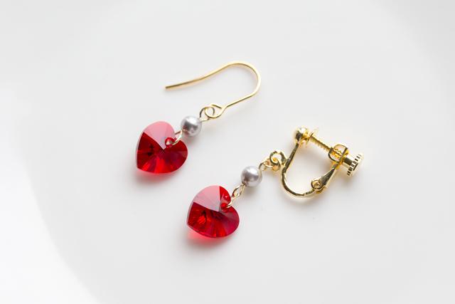 赤いハートのイヤリング(ピアス)