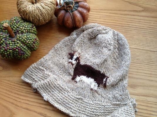 ウシちゃんの編み込みニットの帽子