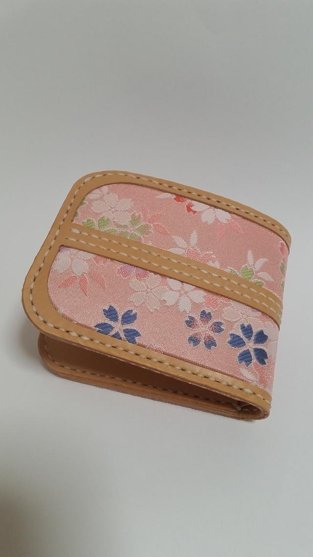 桜和布(金襴)とヌメ革の二つ折り財布