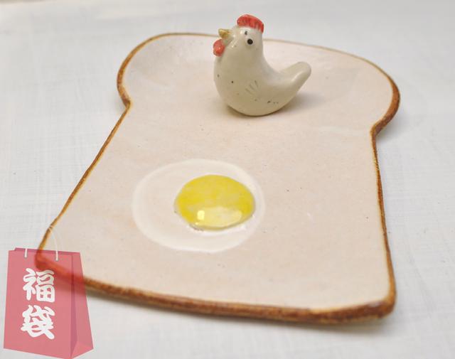 食パンの皿 とりとたまごの正月バージョン