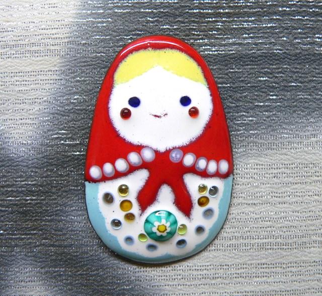 七宝焼・赤いショールのマトリョーシカ