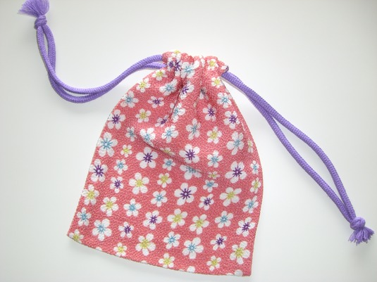 風呂敷の生地で作った巾着袋