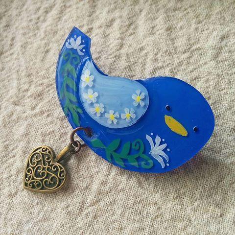 青い小鳥のブローチ