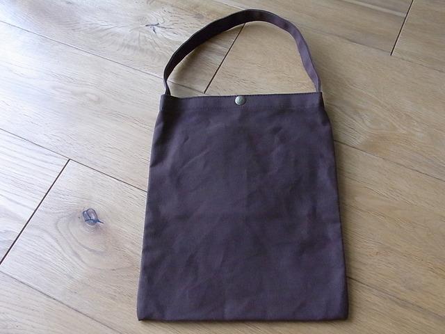 パラフィン帆布のぺたんこバッグ 茶色