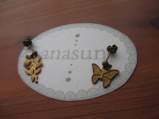 蝶とバラのピアス