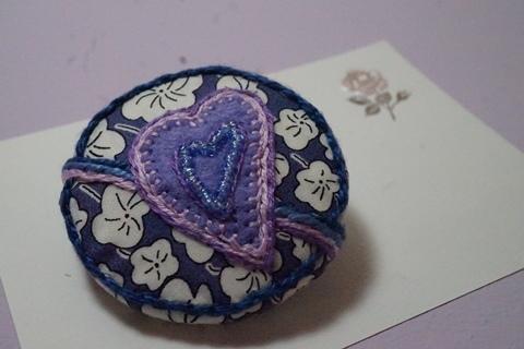 リバティ☆ビーズ刺繍のブローチ