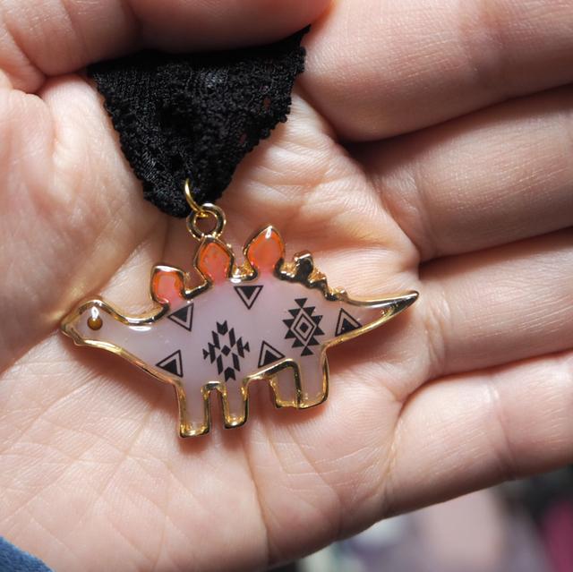 ☆キャンディザウルス☆ステゴサウルス♪バッグチャーム(ブレスレットやヘアアクセにも♪自由にゴムを結べます)薄紫×オルテガ柄♪