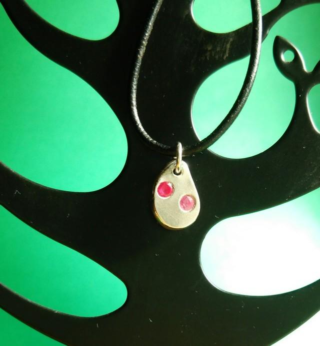 ピンクの石つきネックレス