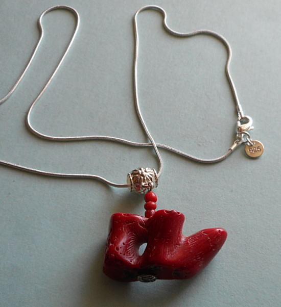 不思議な形の赤サンゴフリーカットのペ...