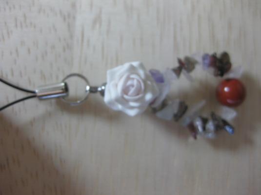 薔薇とレッドジャスパーのトライアングル・ストラップ