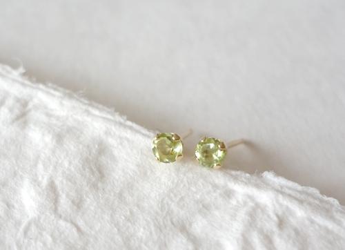 【14KGF】宝石質ペリドットのスタッドピアス