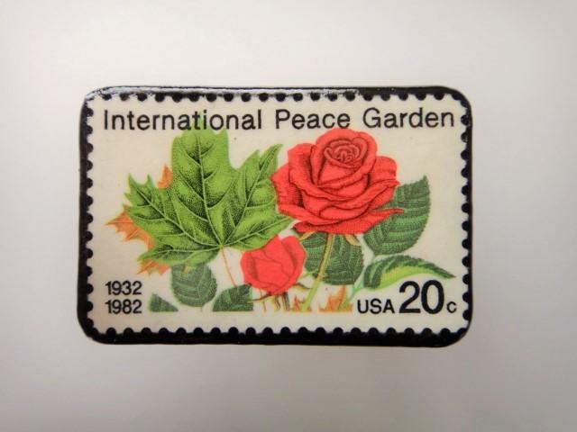 アメリカ 薔薇切手ブローチ2167