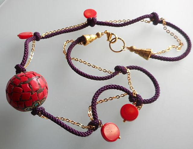 チベットの珊瑚玉のペンダントとパープ...