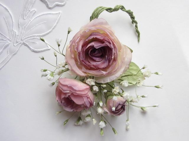 薔薇とかすみ草のコサージュ