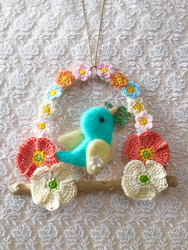 羊毛フェルト小鳥  かぎ針編みリース壁掛け