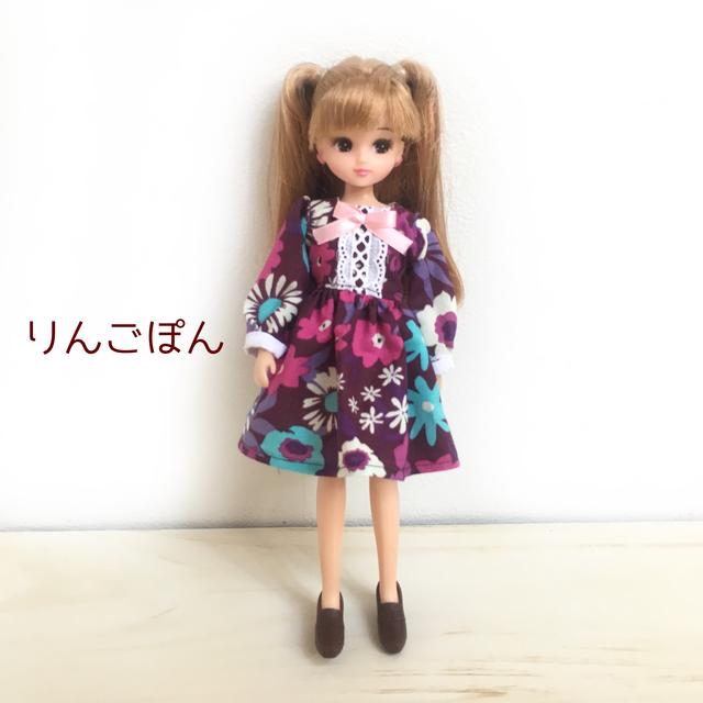 紫の花柄のワンピース(リカちゃん、ブ...