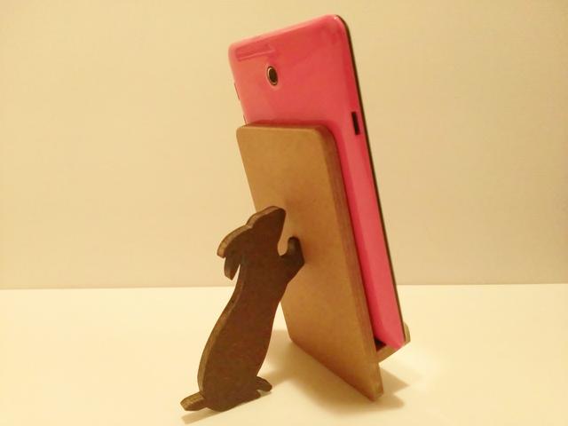 ウサギが支えるタブレット・iPad miniスタンド