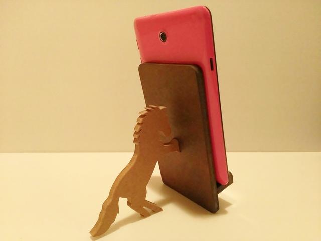 馬が支えるタブレット・iPad miniスタンド