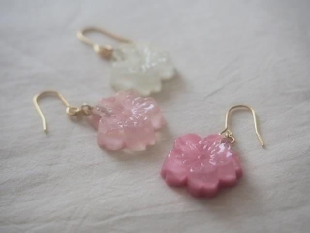 耳に水菓子ピアス(小桜:濃ピンク)