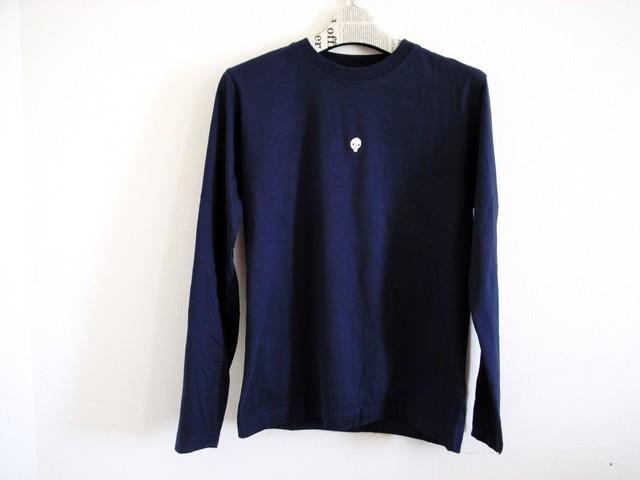 ガイコツ刺繍の長袖Tシャツ(紺