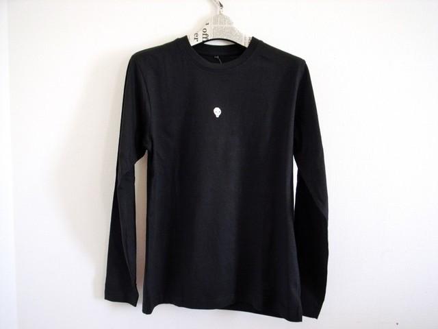 ガイコツ刺繍の長袖Tシャツ(黒