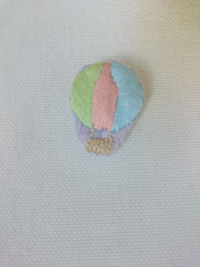 刺しゅうのブローチ 気球