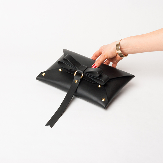 本革  BOW CLUTCH ! BLACK L