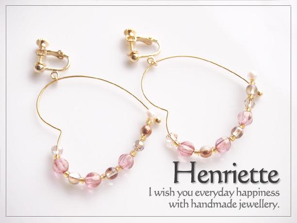 甘いピンクのハート型フープイヤリング