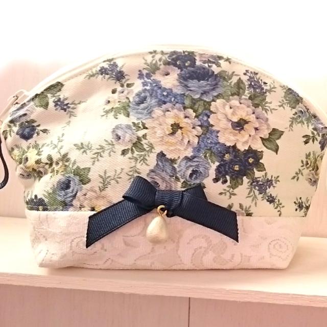 【再販】花柄シェルポーチ 〜Gentle Blue 〜