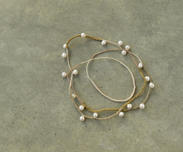 Beige tone pearl necklace