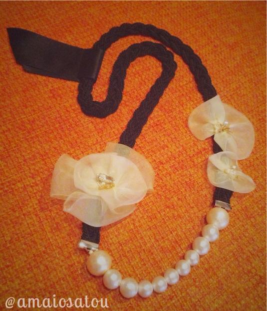 布とパールのネックレス