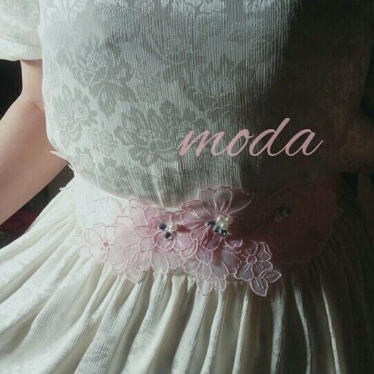 白ドレスの変身 ピンクの刺繍フラワーサッシュベルト ウェディングドレス パール ビジュー