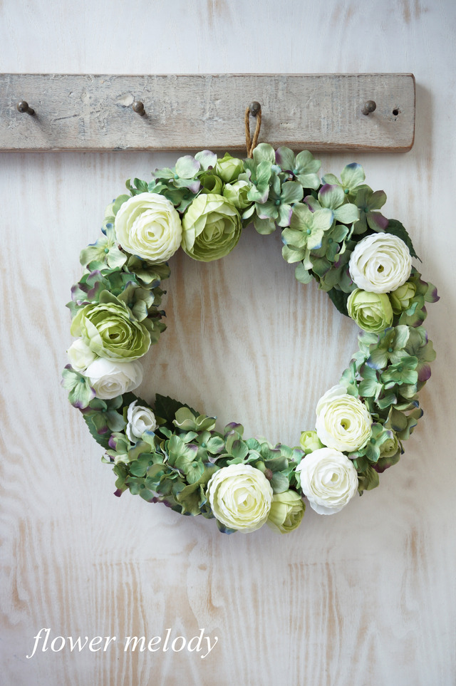 アンティークグリーンの紫陽花とラナンキュラスのリース