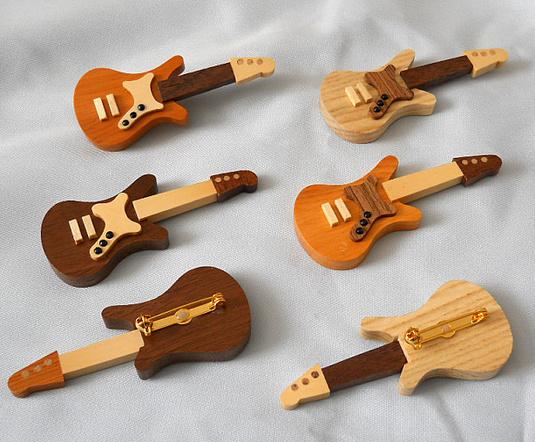 エレキギターのブローチ(組み合選択自由・2個以上で送料無料)