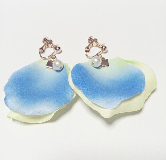 再販☆グラデブルーローズ☆ふわふわイヤリング/樹脂ピアス