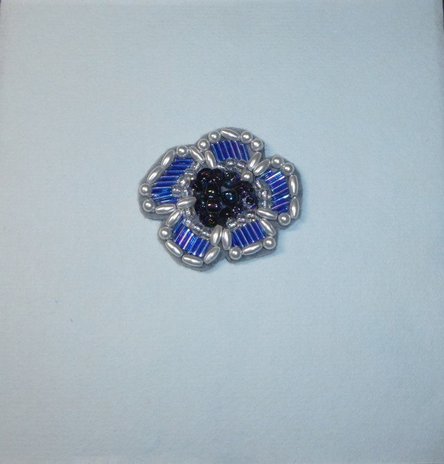 青いお花ブローチ