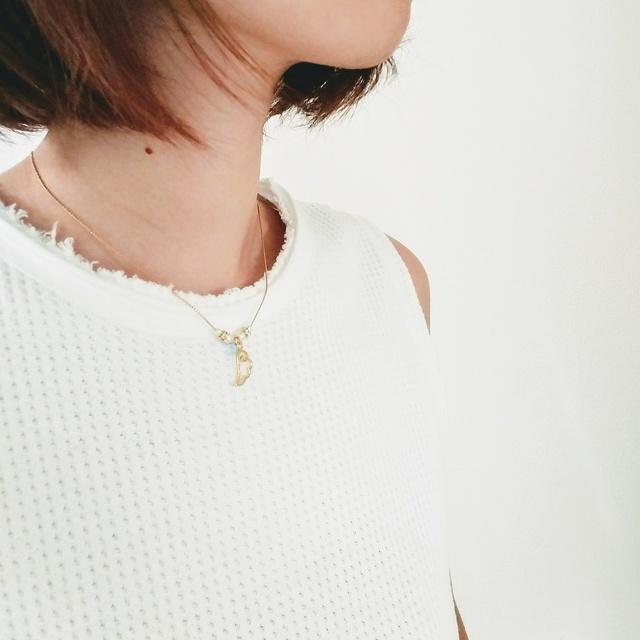 揺れる天使の羽ネックレス