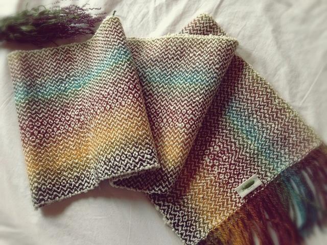 手織りリトアニアウール糸のマフラー