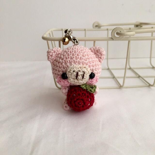 【受注生産】赤リンゴ・ブタさん*鈴付きイヤホンジャックストラップ