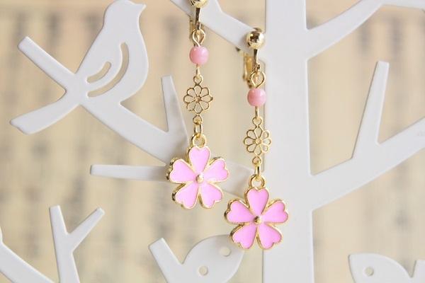 お花チャームのイヤリングorピアス(ピンク)
